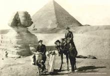Pilotariak Gizeh piramidean (Kairo)